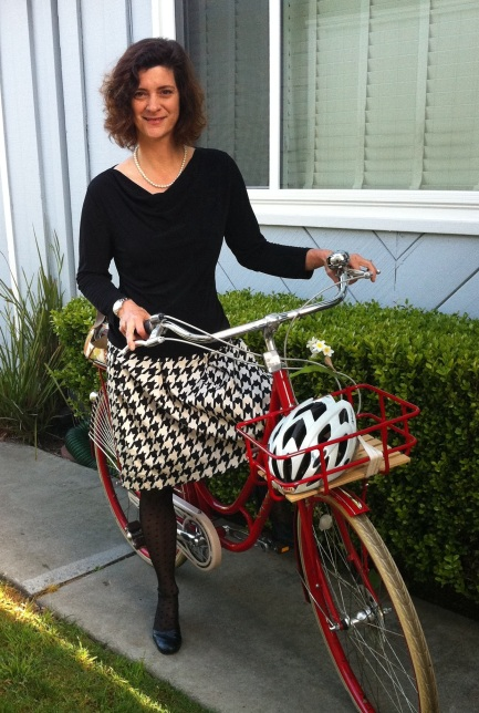 Timeless Charm: Pearls, pleats, and polka dotted stockings on Juliett, my Dutch bike.
