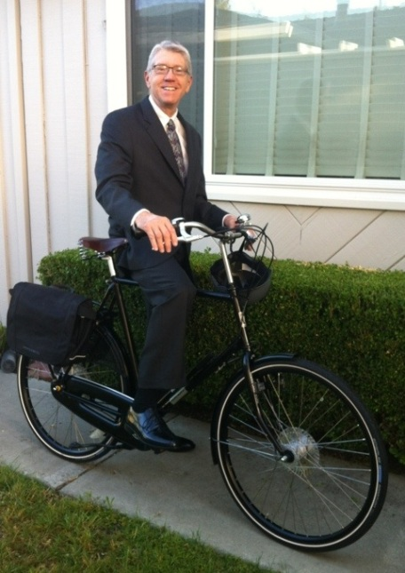 Dapper Dirk on his Dutch Bike
