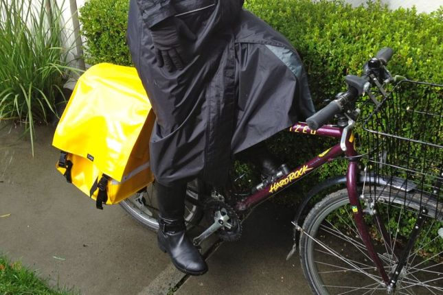 The secret to this rain coat by Agu is the cycle-specific front panel.