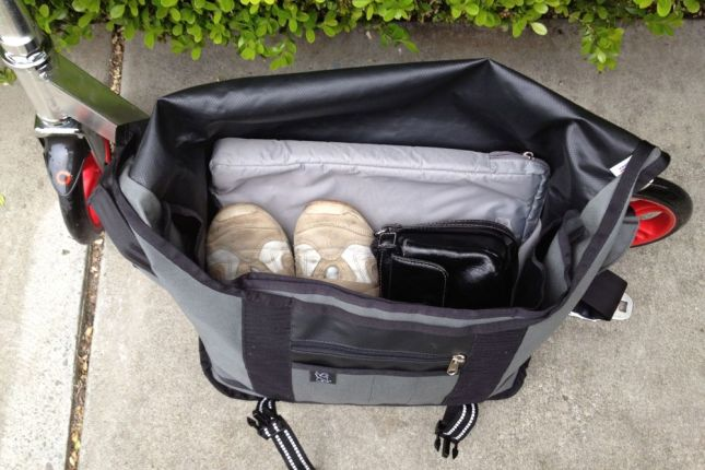 Laptop, sneakers, purse: the large Chrome bag holds that and more!