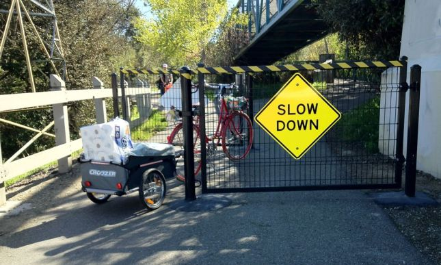 The chicane fences on Shoreline Creek Trail: no problem!