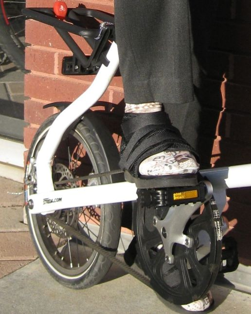The STRiDA's flat pedals work with any shoe, even the surgical shoes that Pep's been sporting lately.