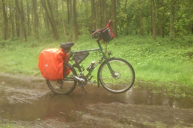 Which unfortunately gets pretty muddy in the rain, especially on the Dutch clay.