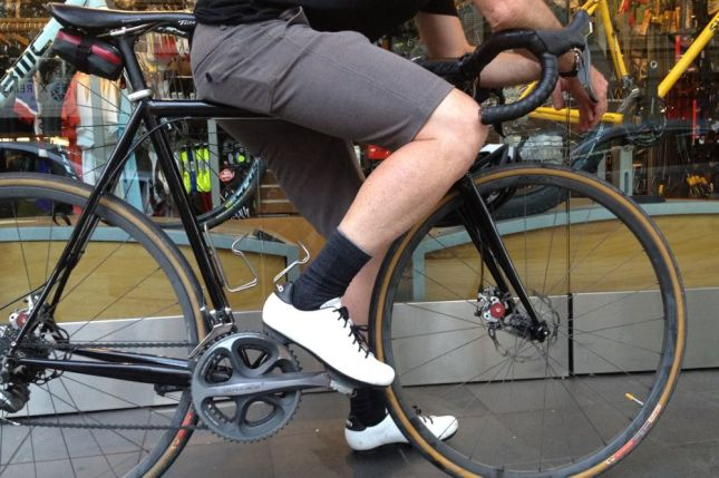 When skin-tight lycra shorts won't do, the Giro 5M shorts do the job in style.