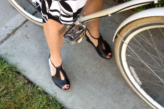 The shoe's vamp reminds me of a keyhole halter neckline--not the best silhouette for me.