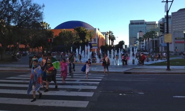 As the sun went down the fountain bathers headed home, and we headed off to Caltrain.