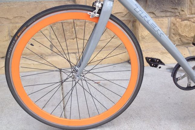 And orange deep rim wheels-- completely unnecessary on a commute bike but man, they look sexy.