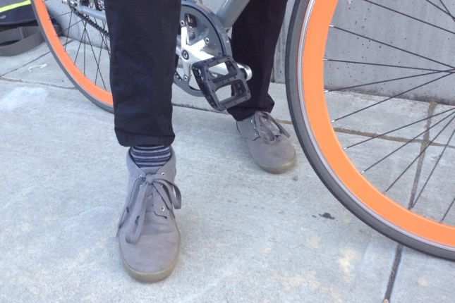 The shoes may be understated but not the socks. With a chain guard, there's no need to roll up a pants leg, though.