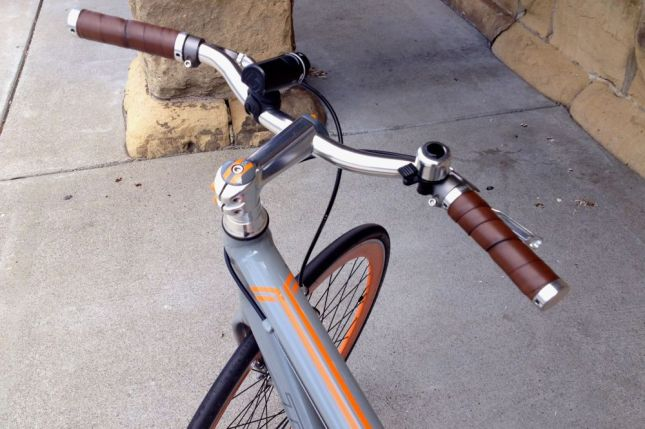 But wait, there's more. Orange stripes on the top tube and on the headset's top cap.