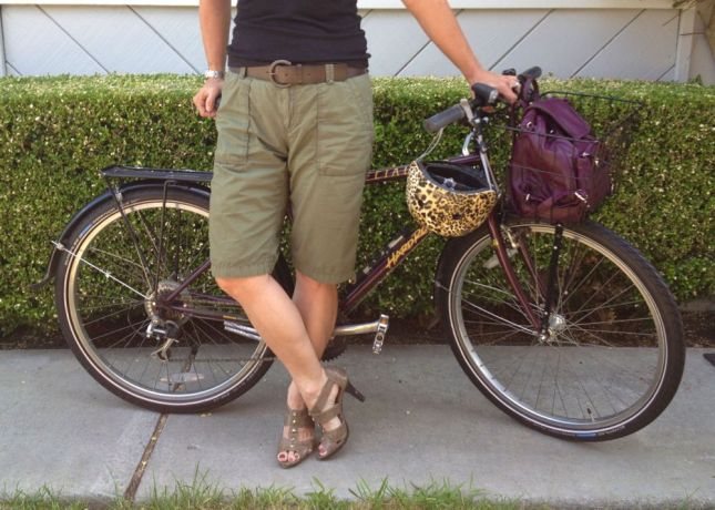 Heels with shorts? It's not a usual look for me, but with these knee-length cargo shorts I'll take the risk.
